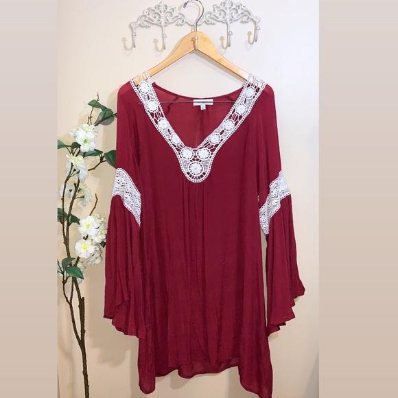 Umgee Dresses & Skirts - EUC Umgee Crochet Bell Sleeve Dress
